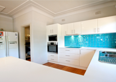 Complete new kitchen, appliances and glass splashback and pantry